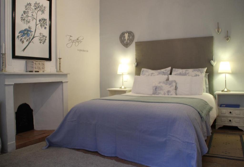 A bed or beds in a room at Le Cerisier