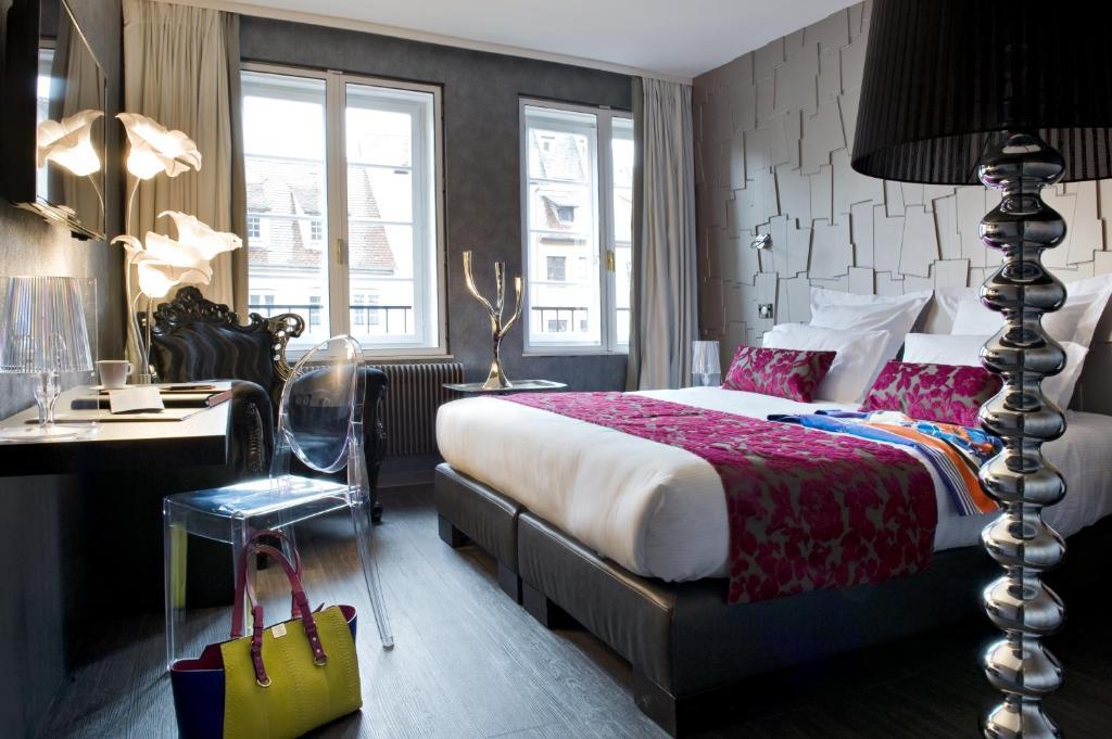 سرير أو أسرّة في غرفة في فندق روهان