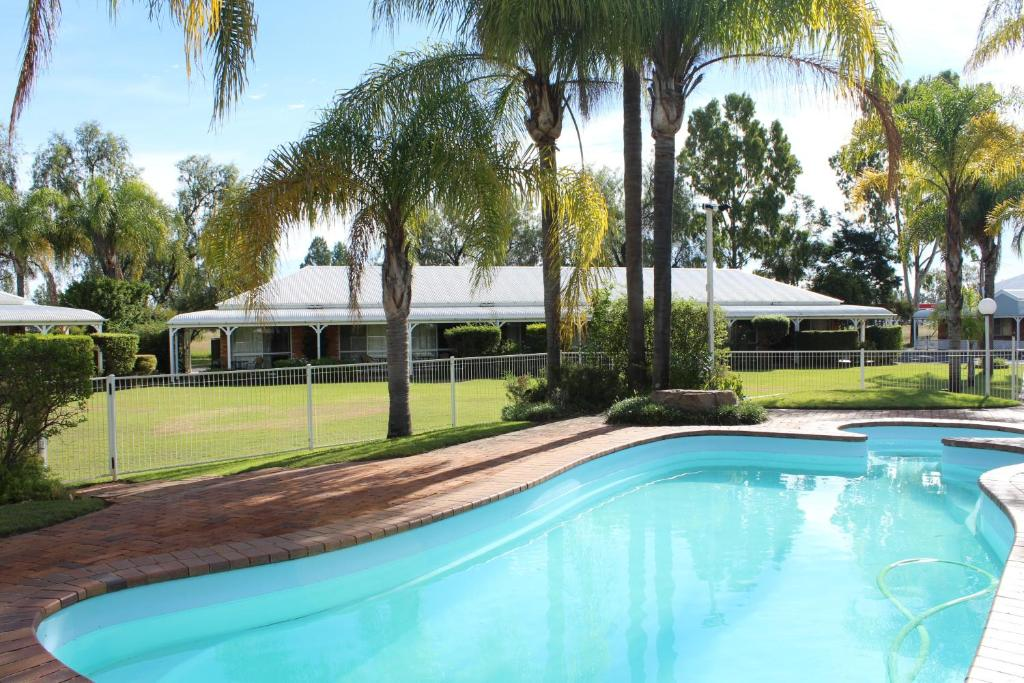 The swimming pool at or near Chinchilla Great Western Motor Inn