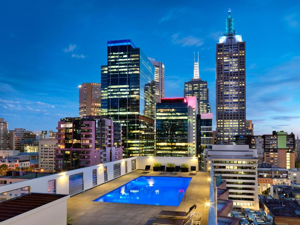 A view of the pool at Hotel Grand Chancellor Melbourne or nearby