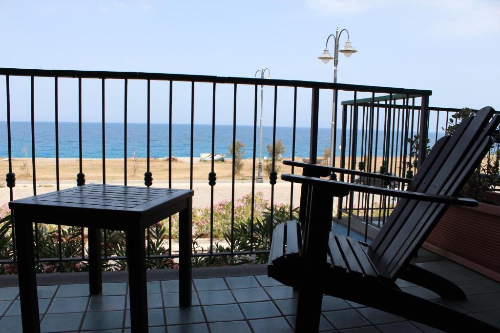 A balcony or terrace at Hotel Esperia