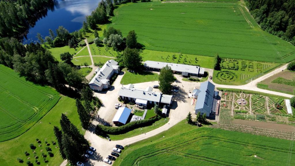 Majoituspaikan Tertin Kartano kuva ylhäältä päin