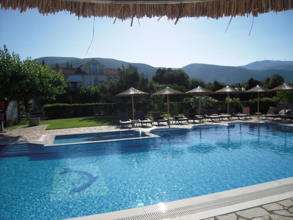A piscina localizada em Stalaktites Studios ou nos arredores