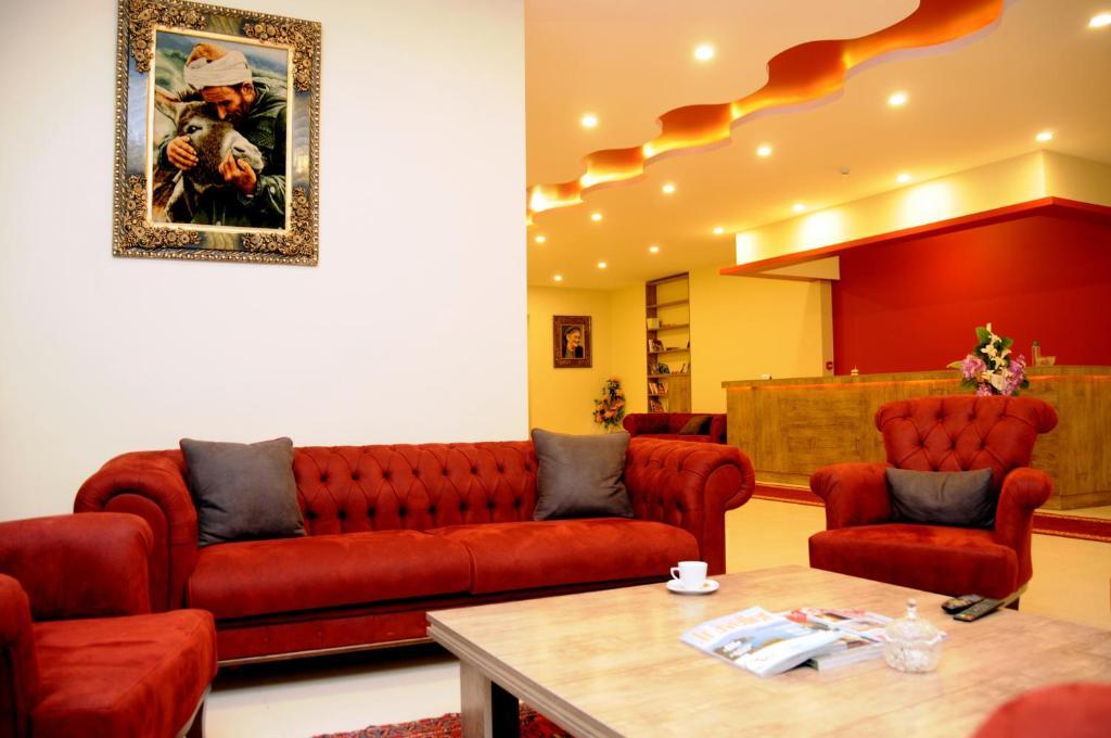 A seating area at Tehran Boutique Hotel
