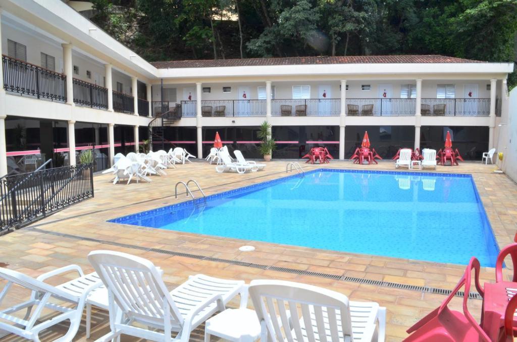 A piscina localizada em Hotel São Luiz ou nos arredores