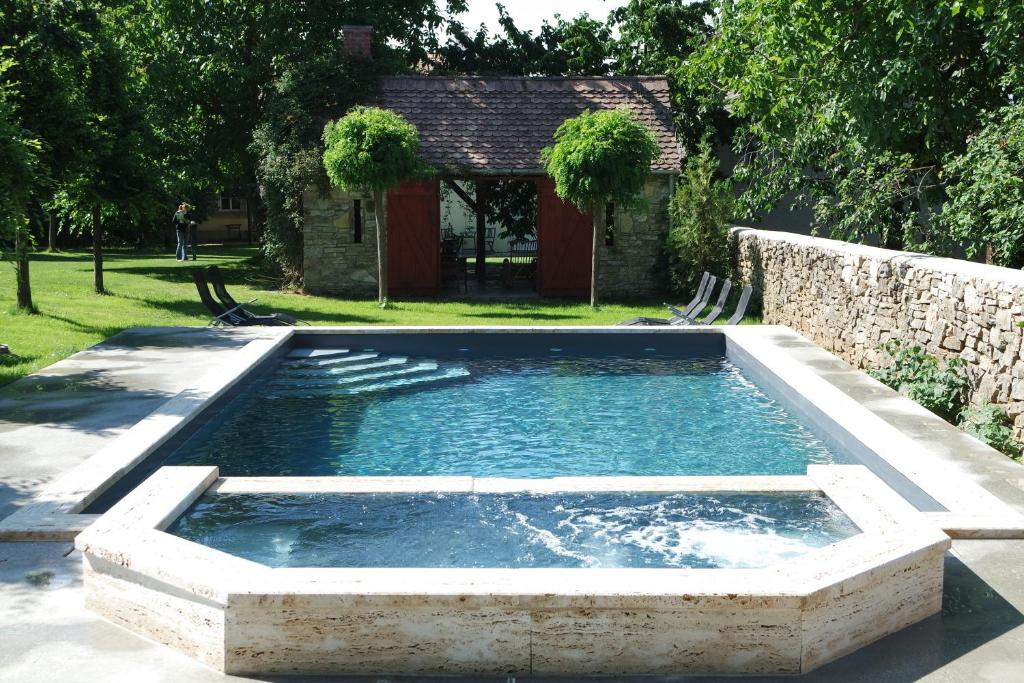 The swimming pool at or near Sárffy House