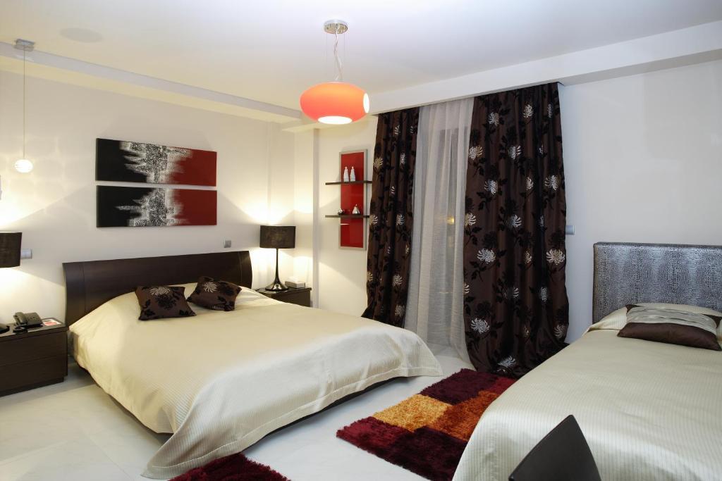 Ένα ή περισσότερα κρεβάτια σε δωμάτιο στο Dellagio Hotel