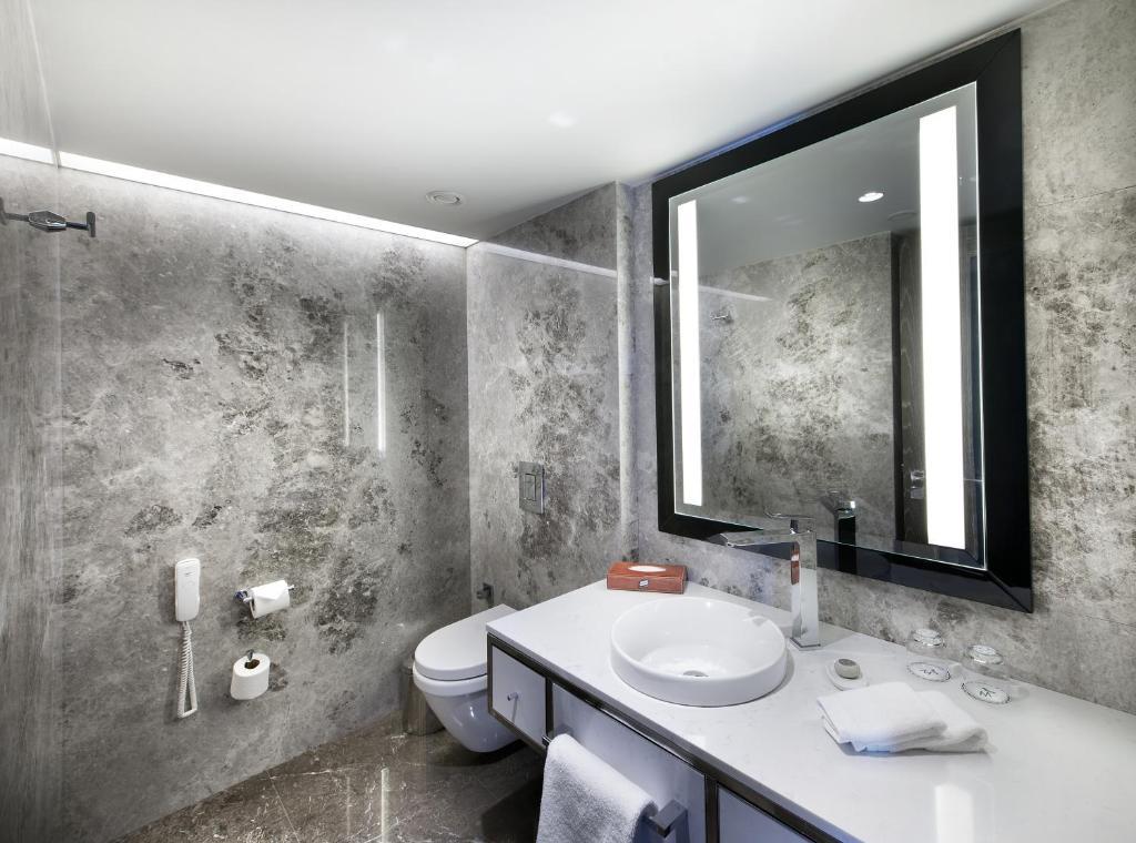 Ванная комната в The Marmara Taksim