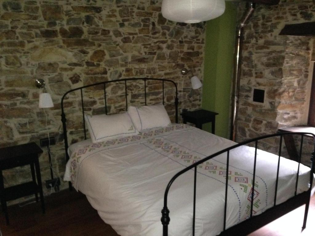 A bed or beds in a room at Casa Rural Doiras
