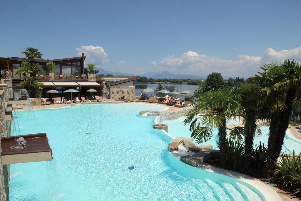 The swimming pool at or near Le Ali Del Frassino