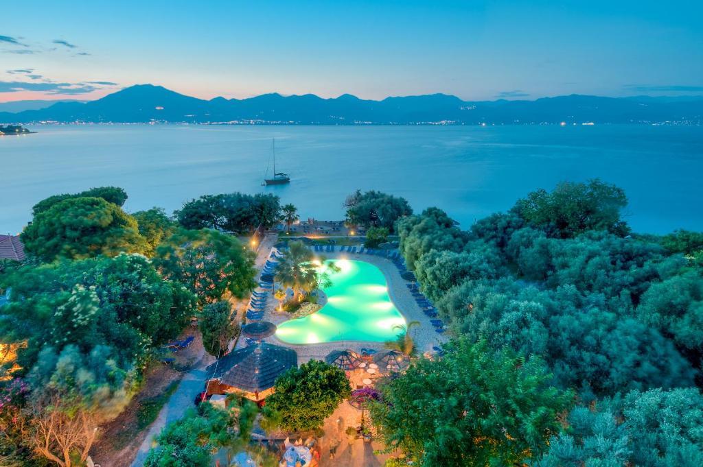 Изглед към басейн в Florida Blue Bay Resort & Spa или наблизо
