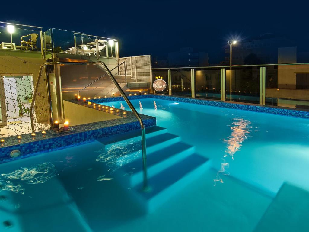 Piscine de l'établissement Hotel Bahamas ou située à proximité