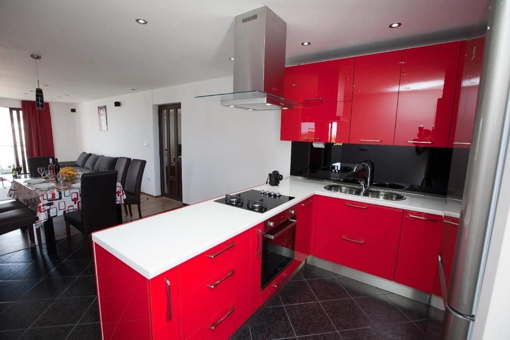 A kitchen or kitchenette at Apartments Casablanca