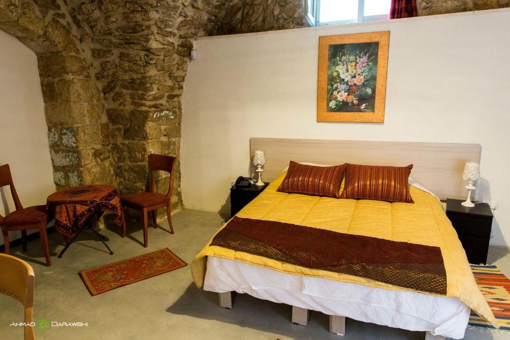 מיטה או מיטות בחדר ב-Al-Hakim Boutique Hotel Old Town Nazareth