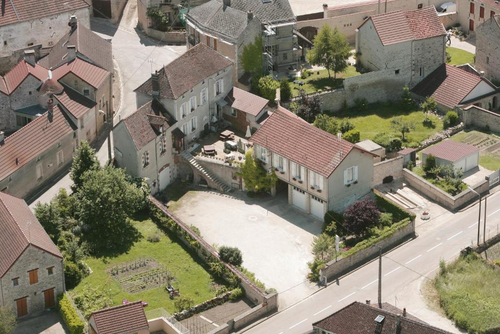 Hostels In Lézinnes