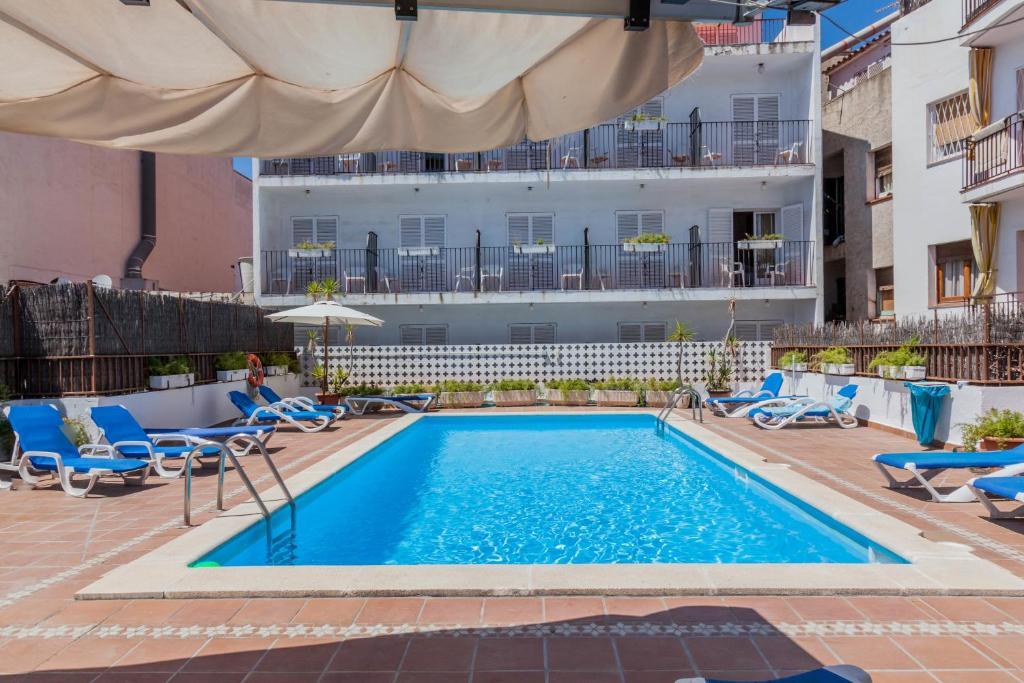 The swimming pool at or close to El Cid
