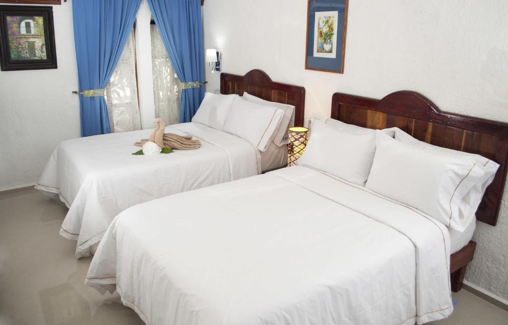 A bed or beds in a room at Eco-hotel El Rey del Caribe