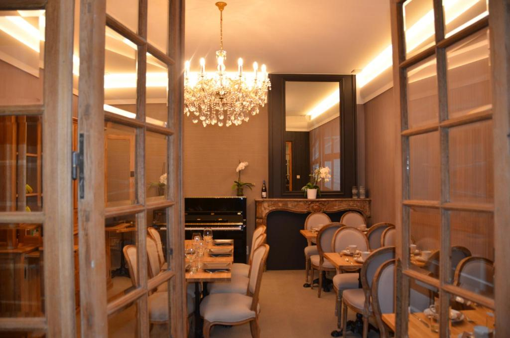 A restaurant or other place to eat at Hotel Het Gheestelic Hof
