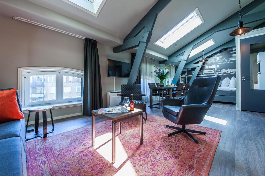 Een zitgedeelte bij Yays Oostenburgergracht Concierged Boutique Apartments