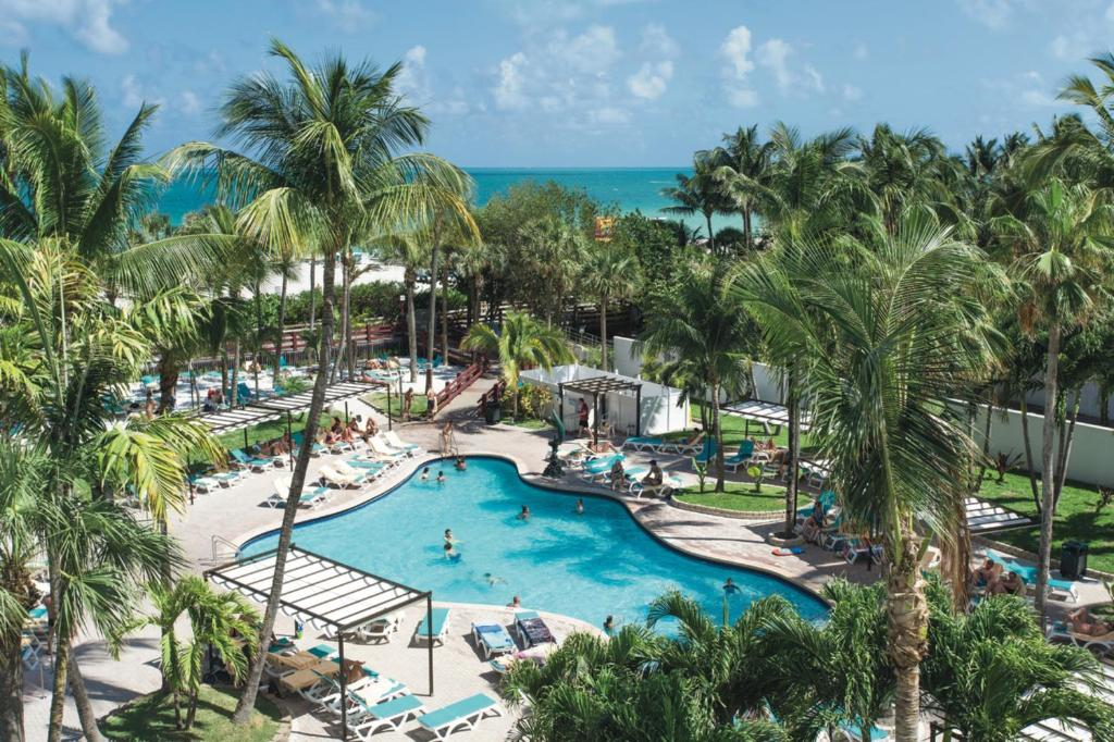 A view of the pool at Riu Plaza Miami Beach or nearby