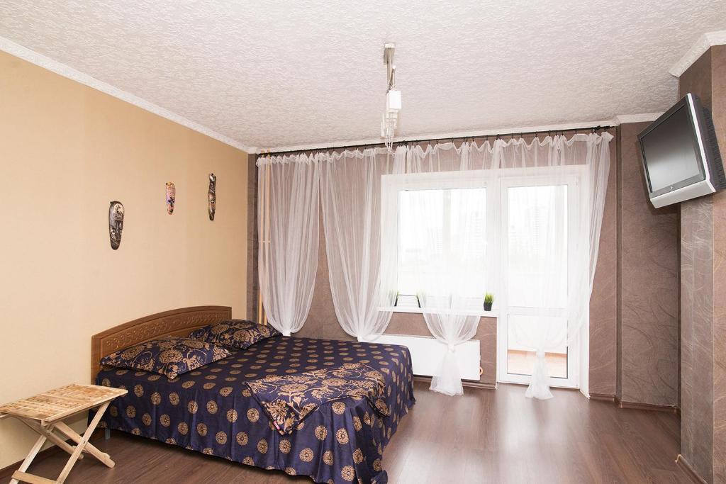 """Кровать или кровати в номере """"SelyVseh"""" at Aviatsionnaya"""