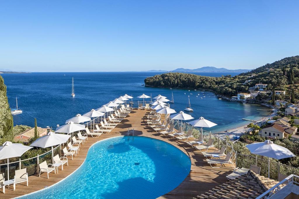Θέα της πισίνας από το San Antonio Corfu Resort (Adults Only) ή από εκεί κοντά