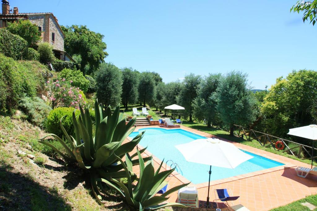 The swimming pool at or near Agriturismo Podere Luchiano