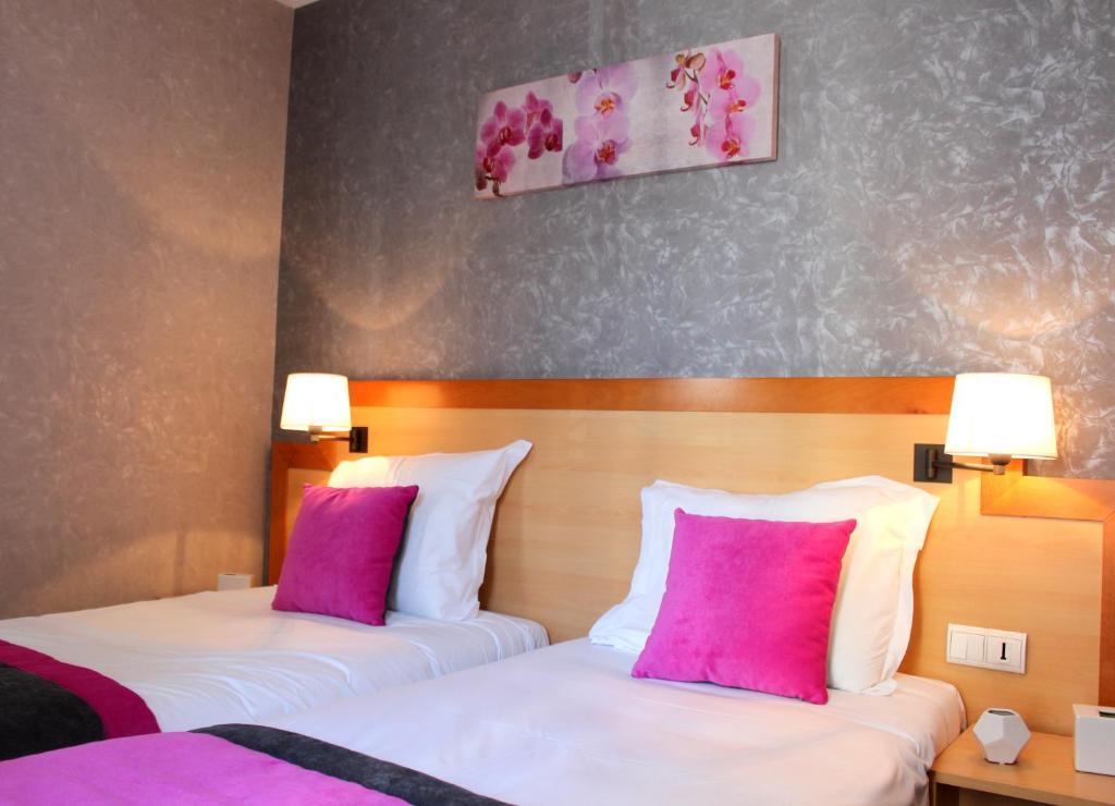 Кровать или кровати в номере Hotel du Chemin Vert