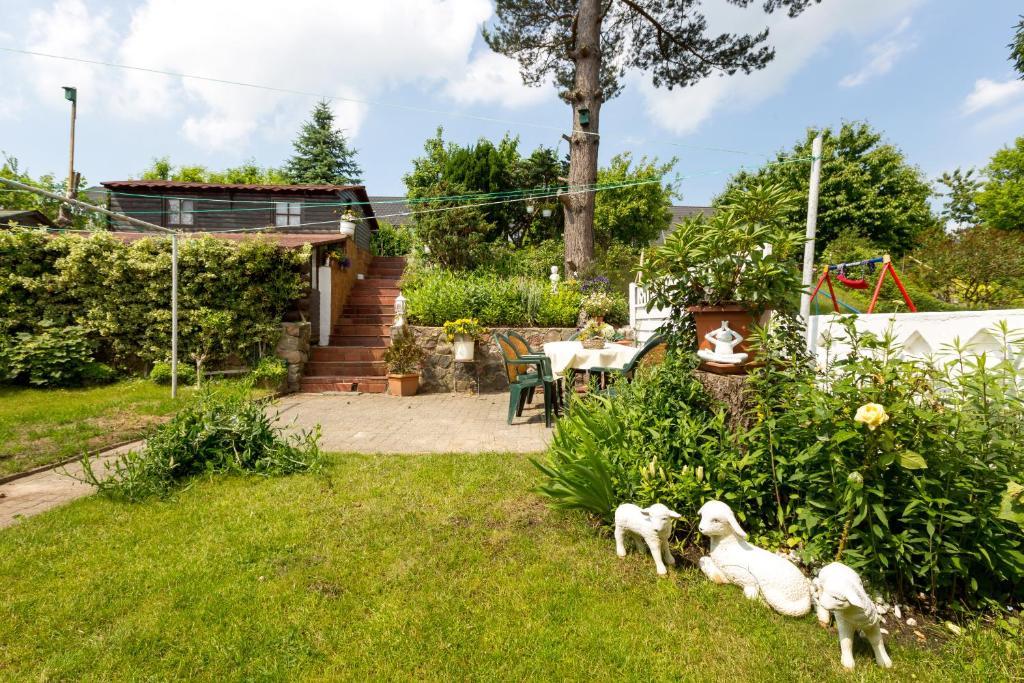 Ein Garten an der Unterkunft Rügenurlaub 1