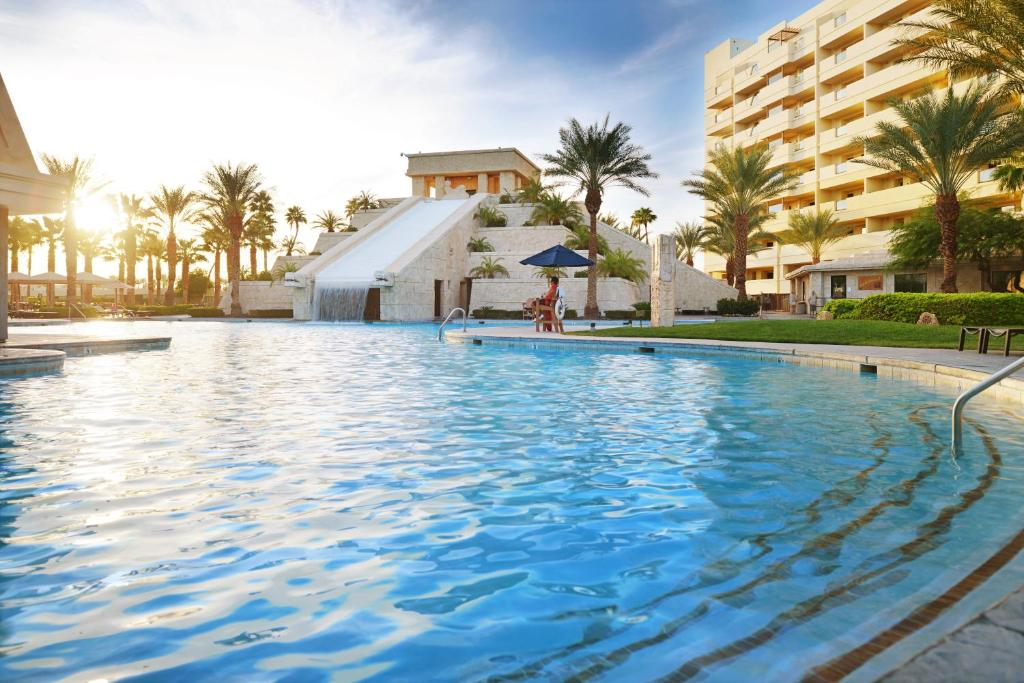 The swimming pool at or near Cancun Resort Las Vegas By Diamond Resorts