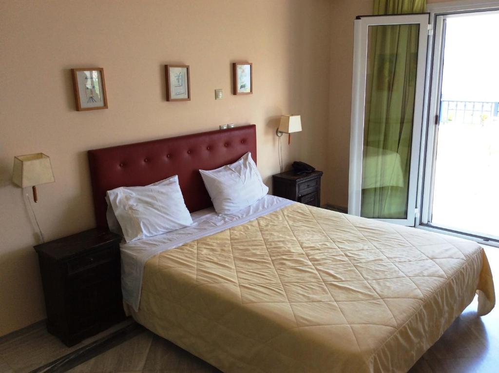Кровать или кровати в номере Angelica Villas Hotel Apartments