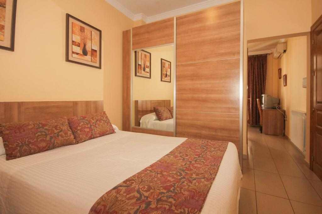 A bed or beds in a room at Hostal Costa Azul