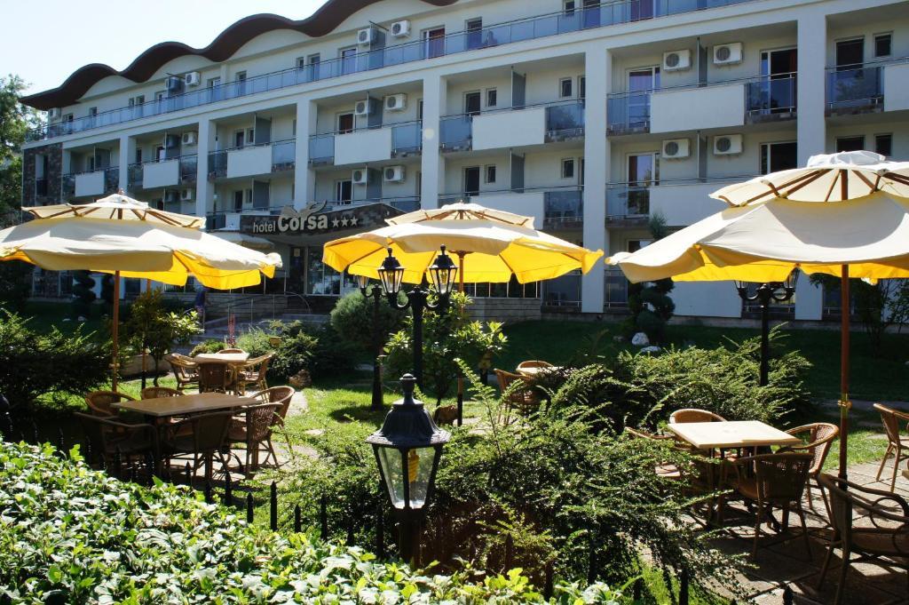 Majoituspaikan Hotel Corsa ravintola tai vastaava paikka
