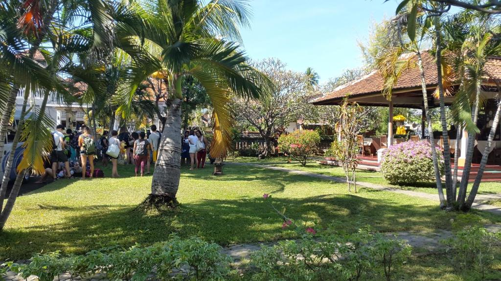 A garden outside Bayu Mantra Bungalows