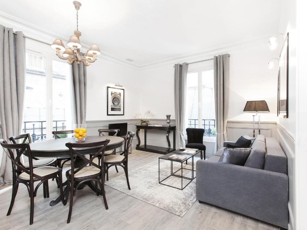 A seating area at Luxury 2 Bedrooms Grands-Boulevards I by Livinparis