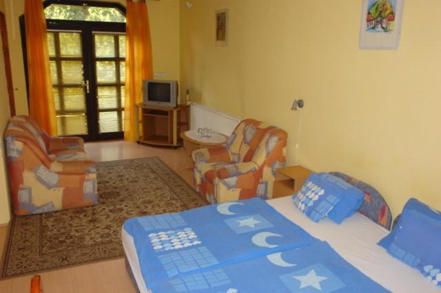 A bed or beds in a room at Aranyoroszlán Vendégház