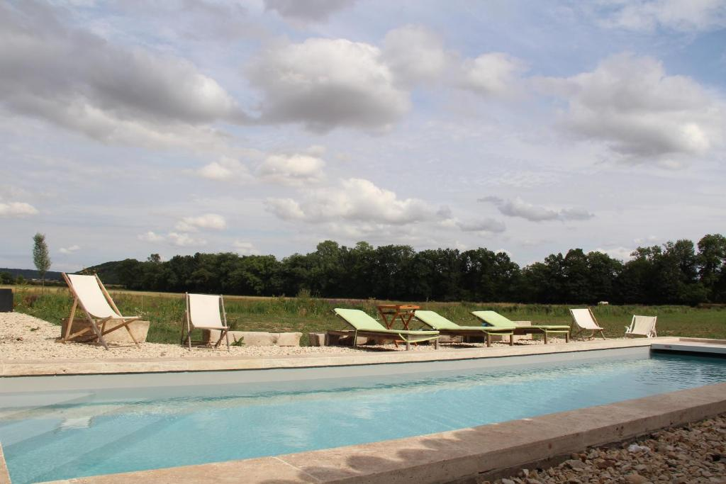 The swimming pool at or close to Abbaye de Reigny - Esprit de France
