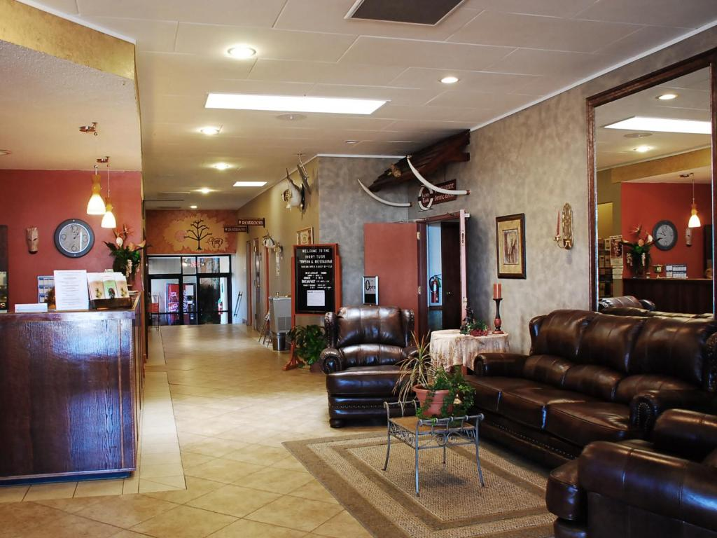 The lobby or reception area at Elephant Butte Inn