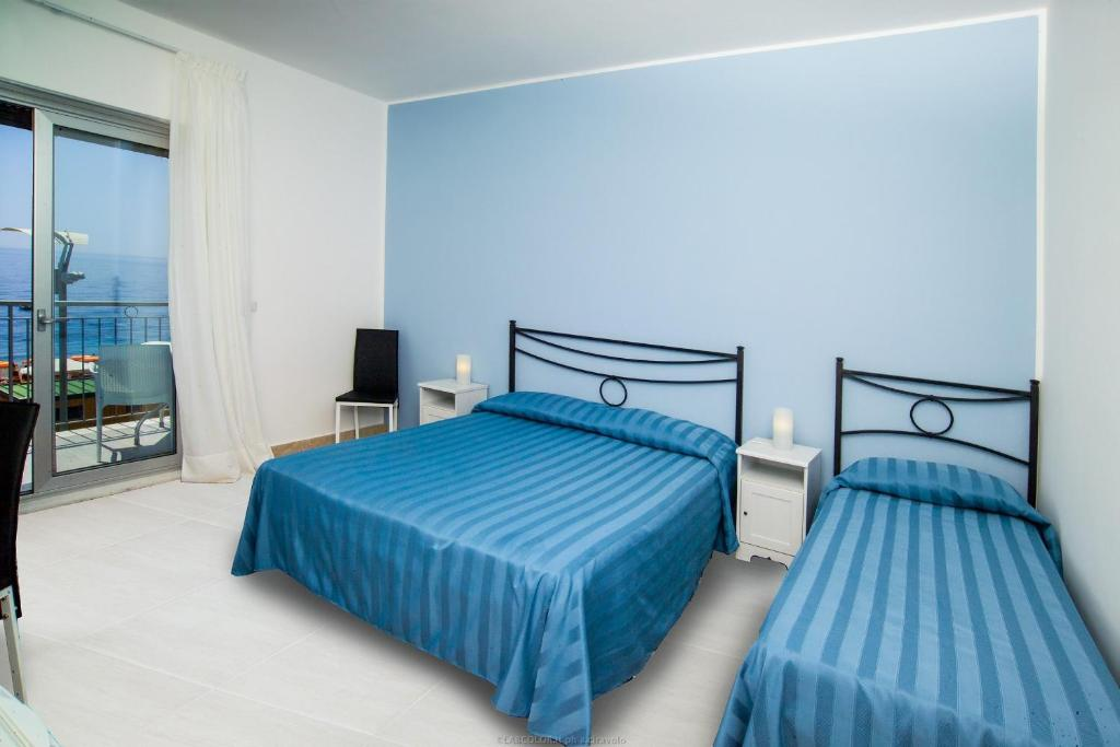 A bed or beds in a room at Maniel Beach Hotel