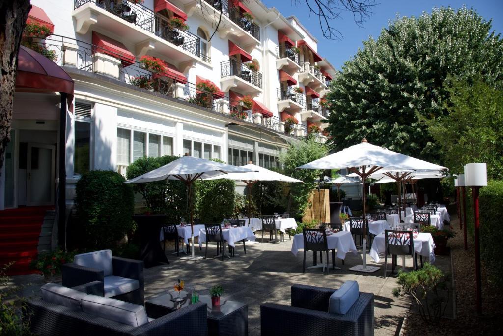 カールトン ローザンヌ ブティック ホテルにあるレストランまたは飲食店