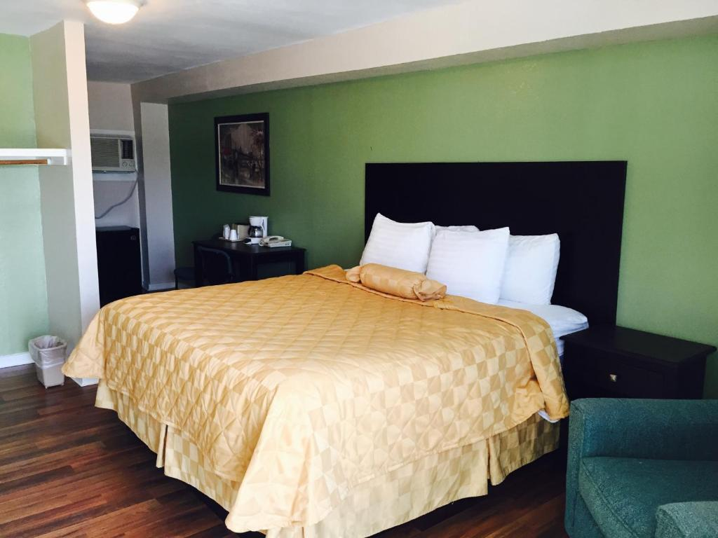 A bed or beds in a room at Executive Inn & Kitchenette Suites-Eagle Pass