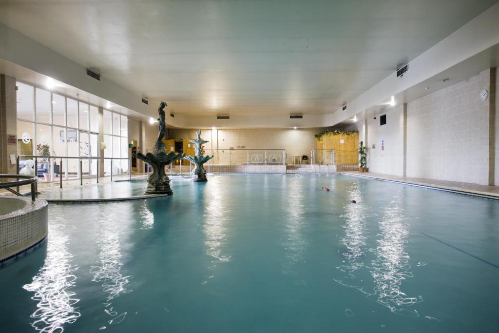The swimming pool at or near Sheldon Park Hotel and Leisure Club