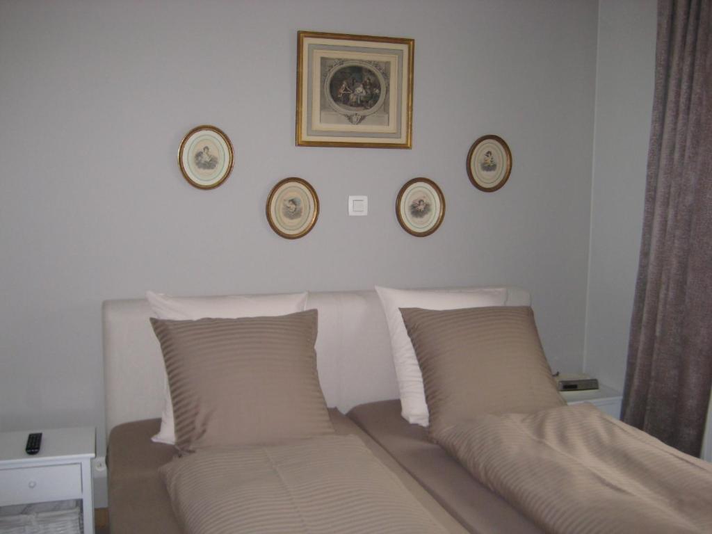 Ein Bett oder Betten in einem Zimmer der Unterkunft Nobel