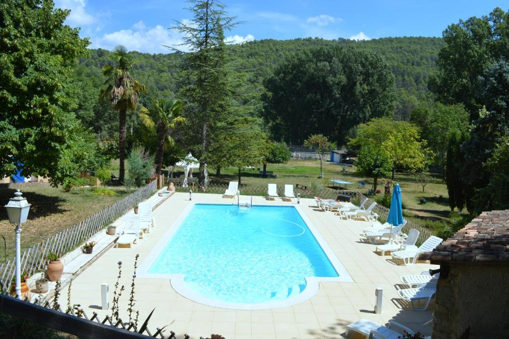 A view of the pool at Domaine De La Provenç'âne or nearby