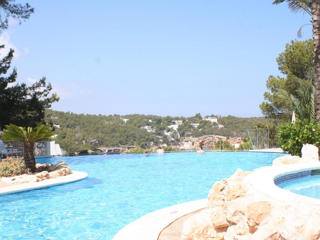 The swimming pool at or near Apartamentos del Rey