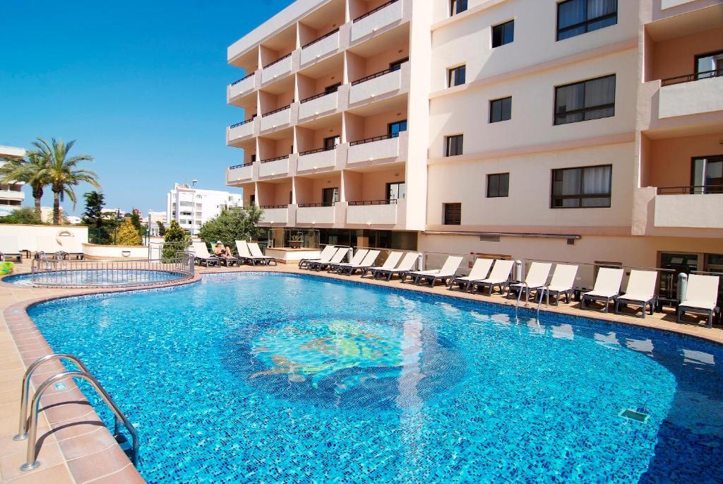 Het zwembad bij of vlak bij Invisa Hotel La Cala