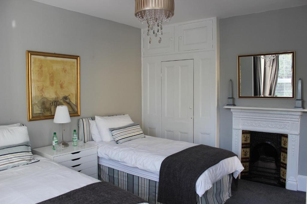 A bed or beds in a room at Botleigh Villa