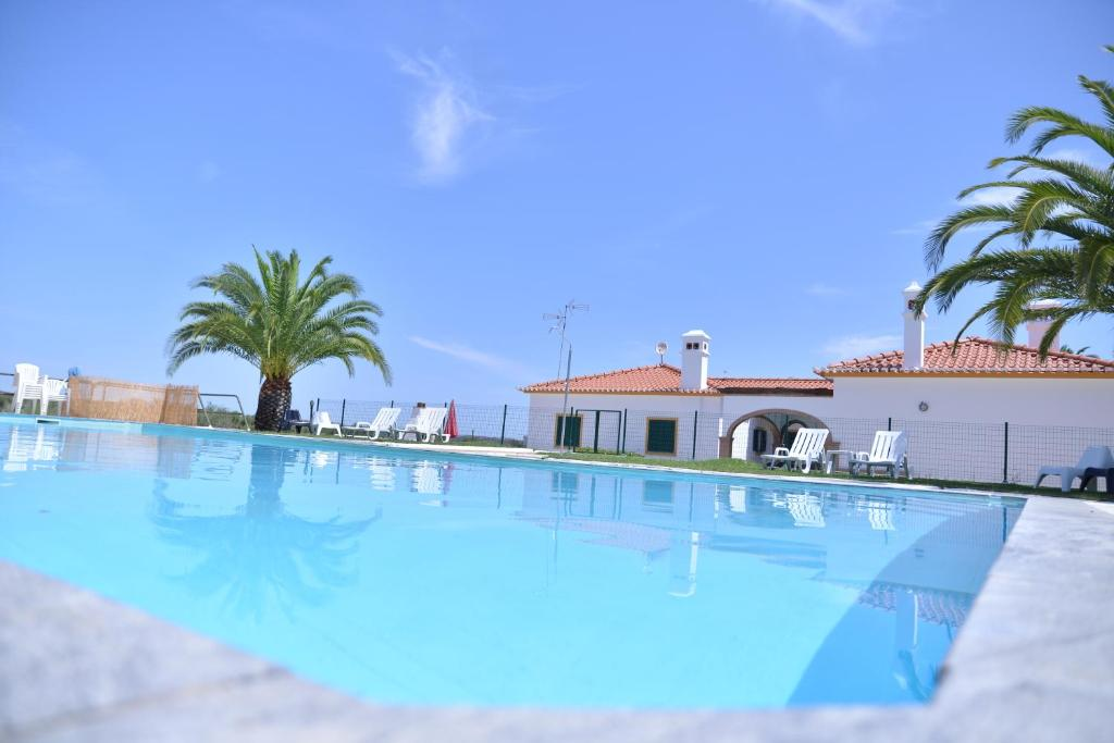 The swimming pool at or close to Break Holidays House