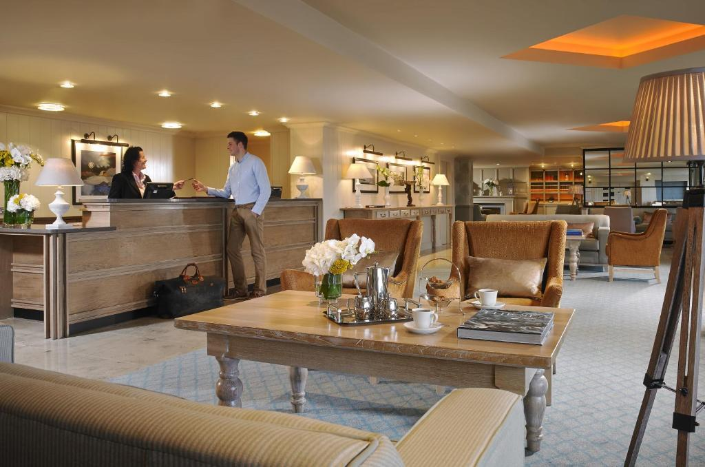 A restaurant or other place to eat at Westport Coast Hotel