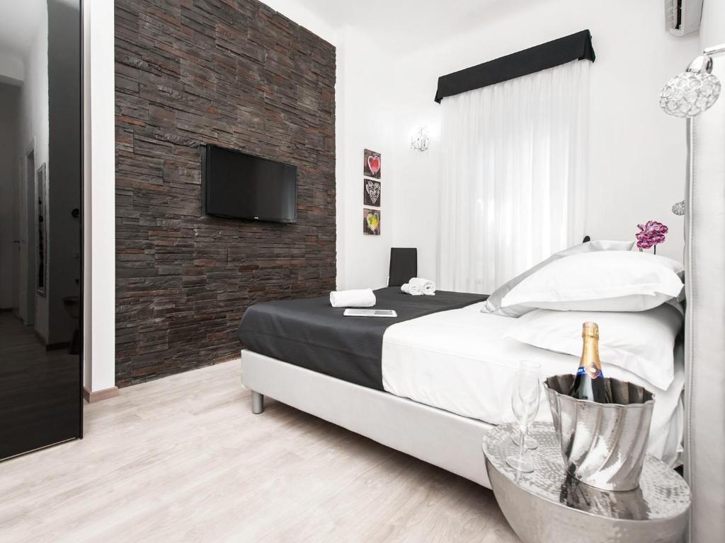 Un ou plusieurs lits dans un hébergement de l'établissement Black Rooms Colosseo